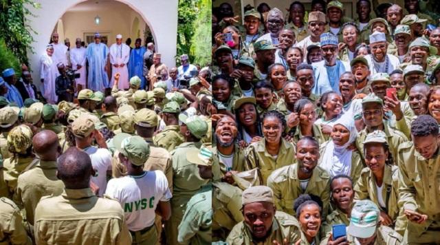 More Photos of President Buhari as He Hosts NYSC members in Daura [photos]